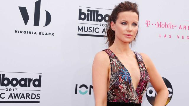 Kate Beckinsale conta que já enviou fotos pornográficas para a mãe