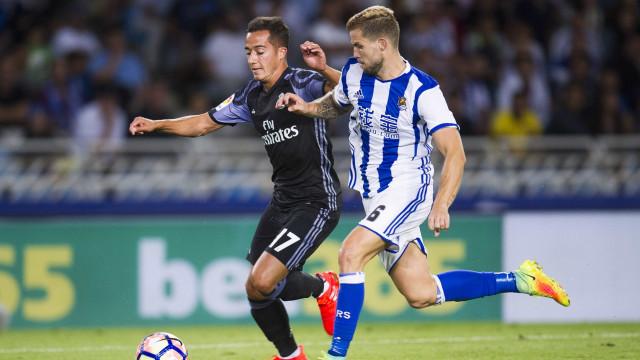 Barcelona e Real Sociedad limam as últimas arestas por Íñigo Martínez