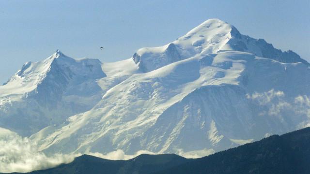Letões queriam subir o Monte Branco e hastear bandeira nacional