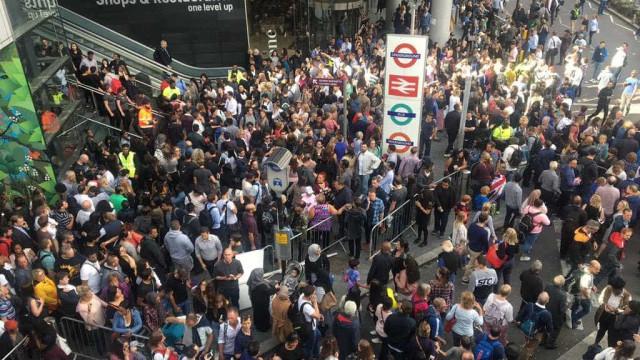 Shopping em Londres com ordem de evacuação por possível ameaça de bomba