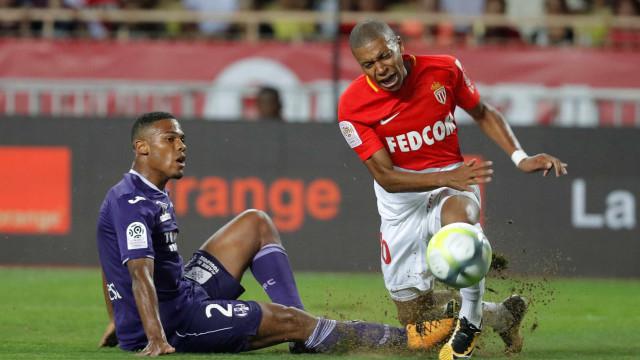 Mbappé saiu lesionado do primeiro jogo da Ligue 1