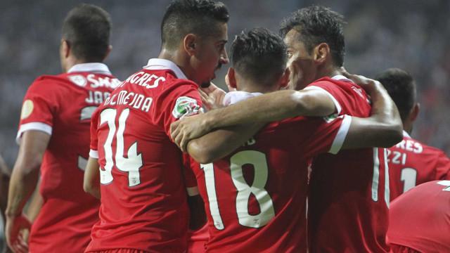 Benfica vence Vitória e levanta Supertaça em Aveiro