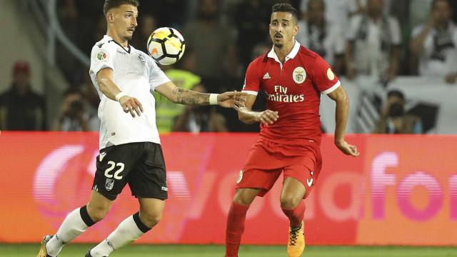 Dois clubes ingleses observaram André Almeida e preparam propostas