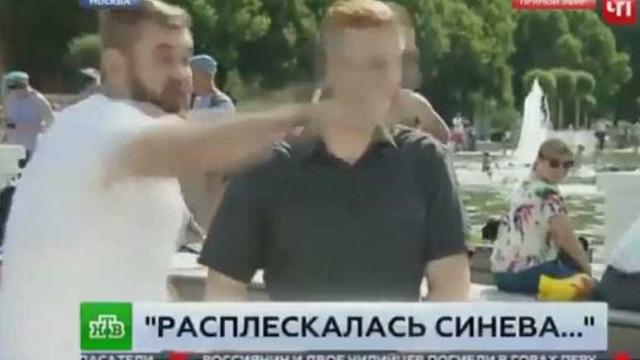 Jornalista russo agredido em direto