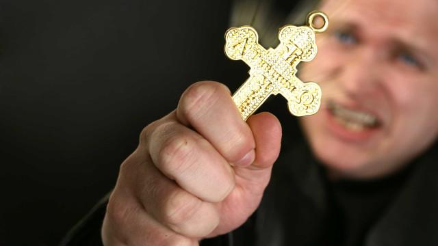 Há cada vez mais pessoas à procura do exorcismo, revela bispo