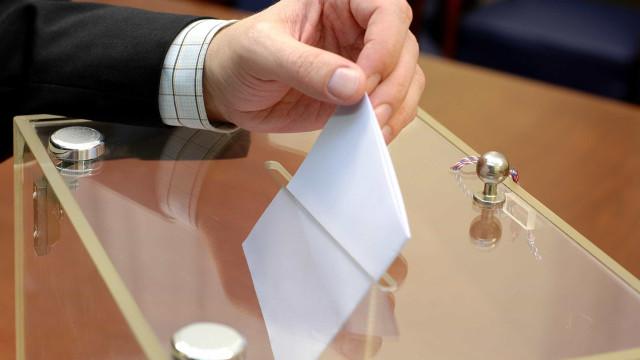 Já se vota. Urnas abriram às 8h no continente e na Madeira