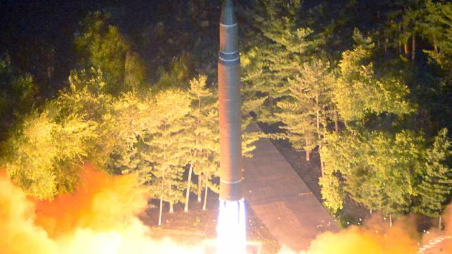 EUA pedem à Coreia do Norte para suspender ensaios de mísseis