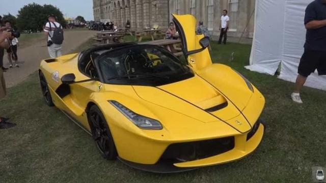 Ferrari LaFerrari Aperta dá espetáculo até em... concurso de elegância