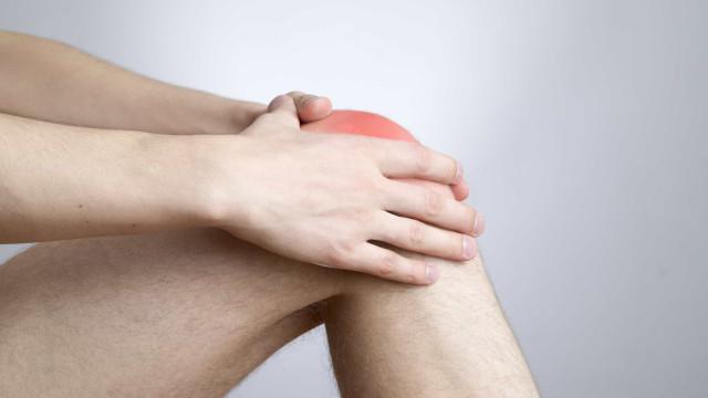 A dor no joelho não desaparece? Eis como tentar resolver