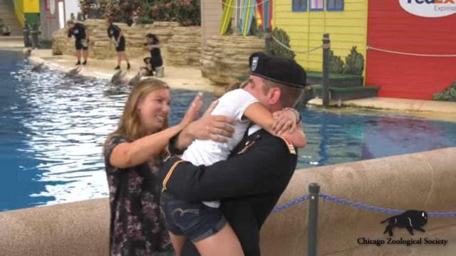 Menina de 12 anos emociona-se com regresso surpresa do pai