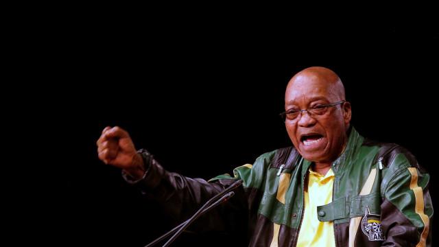 Parlamento sul-africano vota moção de censura a Zuma por voto secreto