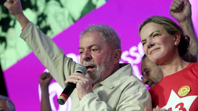 """Cumprimento total da pena de prisão por Lula é regresso """"à ditadura"""""""