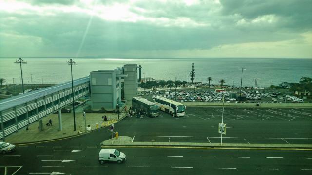 Vento forte cancela três voos e diverge nove no aeroporto da Madeira