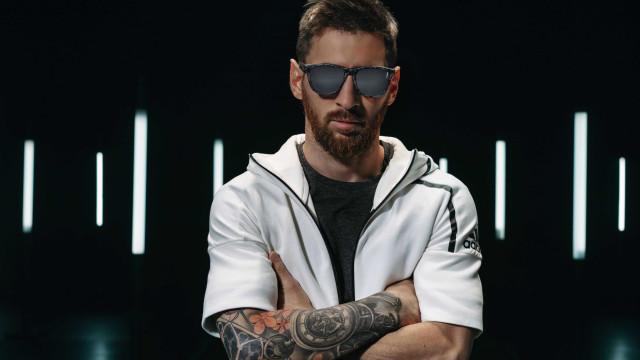 Messi x Hawkers. Craque lança coleção limitada de óculos de sol