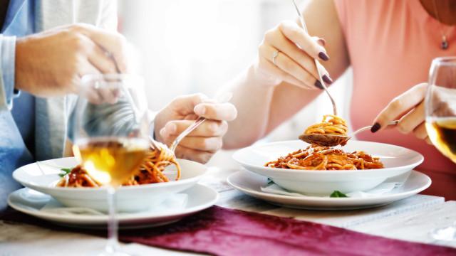 Estudo revela qual é o melhor horário para jantar