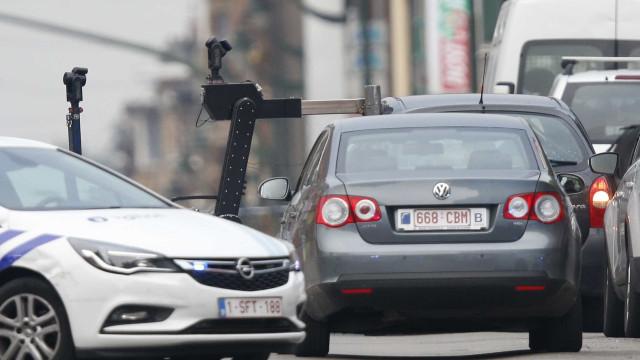 Polícia interceta suspeito em Molenbeek que diz ter explosivos no carro