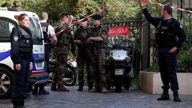 As imagens do local onde seis militares foram atropelados em Paris