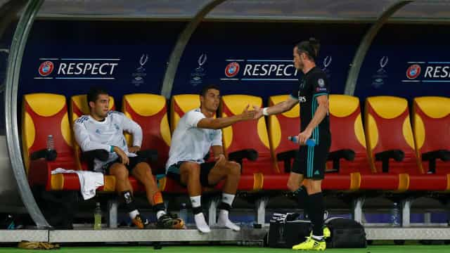 Mesmo no banco, Cristiano Ronaldo não parou quieto