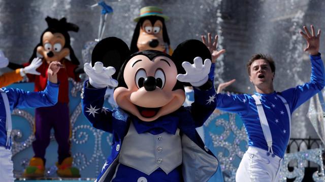 Legionella leva Disneylândia a fechar torres de refrigeração