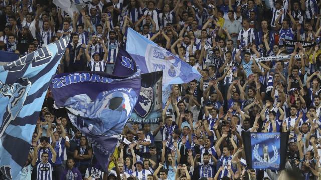 FC Porto: Oficial de ligação aos adeptos denuncia apreensão de cachecol