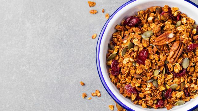 A receita de granola que vai agradar a toda a família