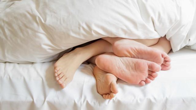 Casais partilham os mesmos micróbios... especialmente nos pés