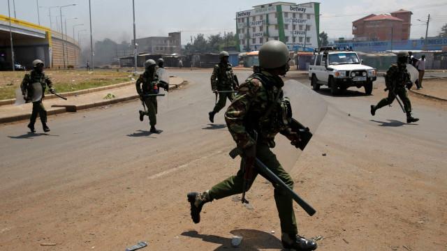 Explosão de bomba artesanal mata oito polícias no Quénia