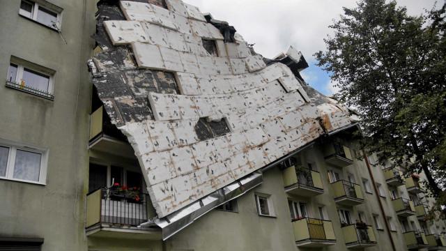 Cinco vítimas mortais, incluindo escuteiras, após tempestades na Polónia