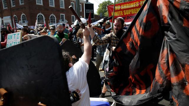 Confrontos violentos em marcha de supremacistas brancos na Vírginia