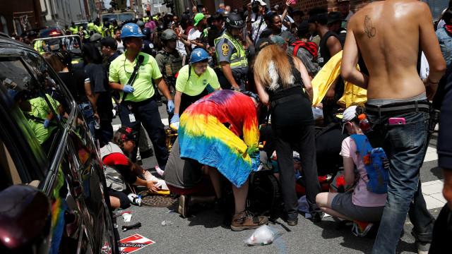 Pelo menos um morto no atropelamento no protesto de Charlottesville