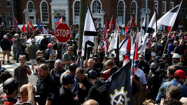 Site supremacista 'derrubado' após milhares de queixas e ligação a crimes