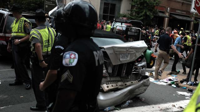 Extremista que atropelou mulher em protesto em Charlottesville condenado