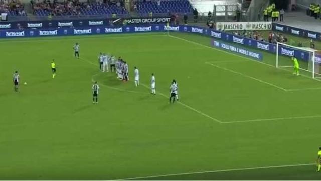 Dybala meteu as leis da física de lado e marcou este espetacular livre