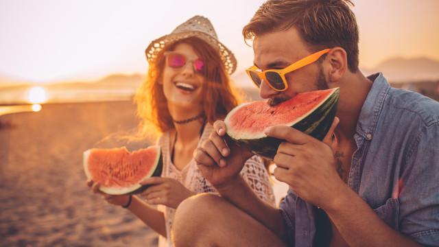 Eis os 30 alimentos ideais para consumir no verão