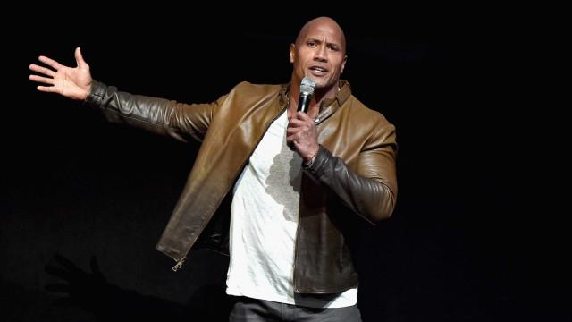 """'The Rock' lamenta geração """"floco de neve"""" que se ofende facilmente"""