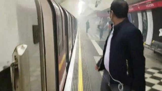 """Estação de metro em Londres evacuada após """"enorme estrondo"""""""