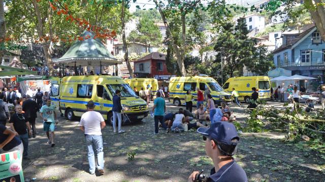 Balanço oficial: 12 mortos e 52 feridos, sete dos quais em estado grave