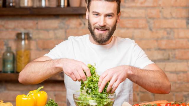 Homens que comem mais vegetais e fruta podem ter odor mais atraente