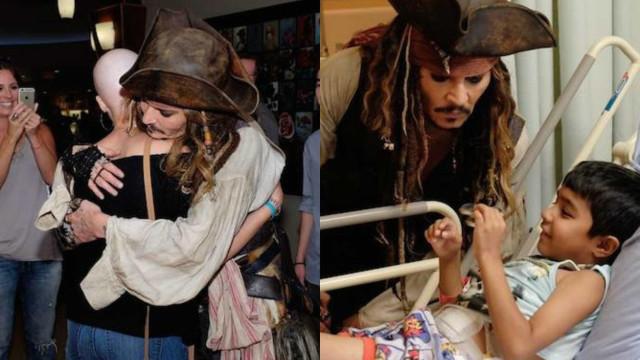 Johnny Depp visita crianças em hospital vestido de pirata