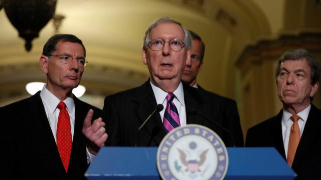 """""""Não há neonazis bons"""", diz a Trump  líder republicano do Senado"""