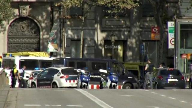 """Barcelona: Polícia assume """"vários mortos"""". Rádio fala em pelo menos 13"""