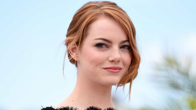 """Emma Stone 'traída' por foto ao lado de Clinton: """"Parece que estou nua"""""""