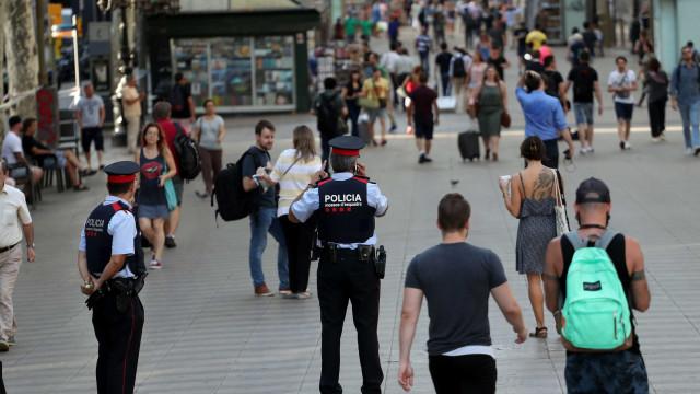 Depois de levantado perímetro de segurança, Ramblas enchem-se de gente