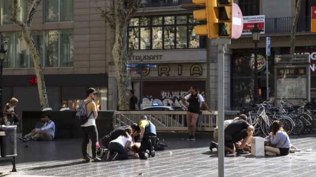 Terror chega a Barcelona e deixa rasto mortal. Autor continua em fuga