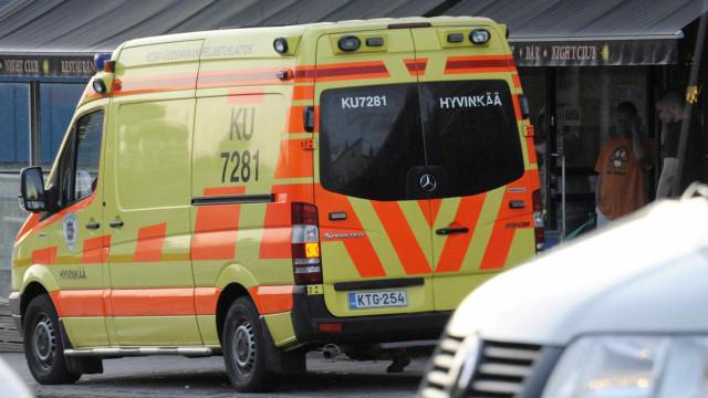 Finlândia: Vários feridos após esfaqueamento e tiroteio