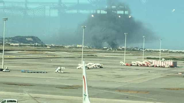 Incêndio num armazém próximo do aeroporto de Barcelona