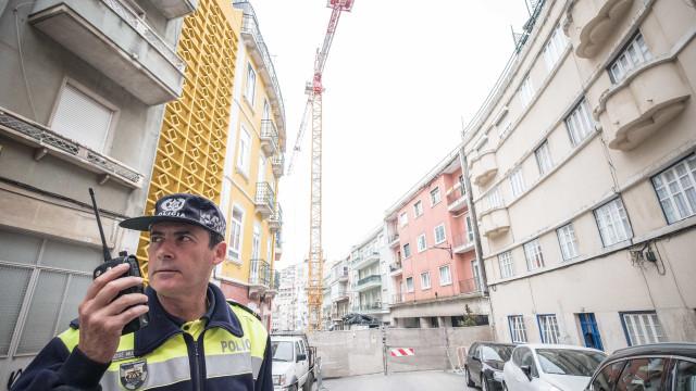 Moradores de prédios afetados por derrocada com problemas após obras