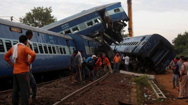 Descarrilamento na Índia faz 20 mortos e mais de 120 feridos