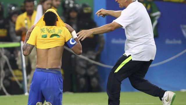 """Neymar relembra dia inesquecível: """"Só consegui chorar"""""""