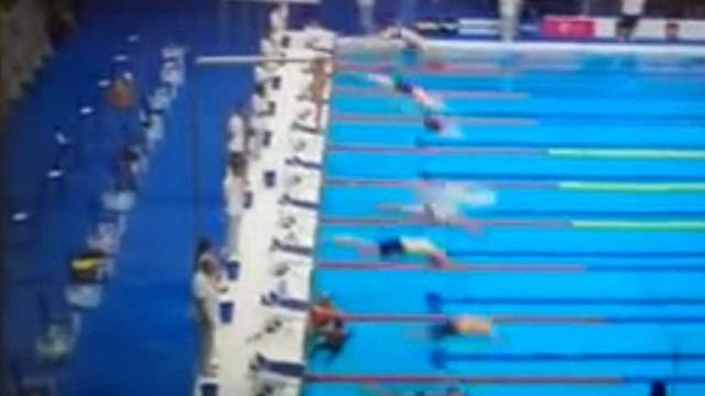 Nadador espanhol cumpriu um minuto de silêncio... sozinho